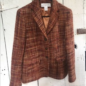 Jones New York woven knit lapel.